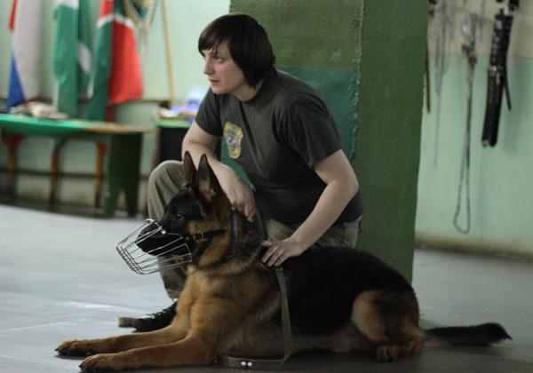 Тренер собак на кинологических курсах